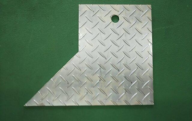 ユニクロ 縞板加工