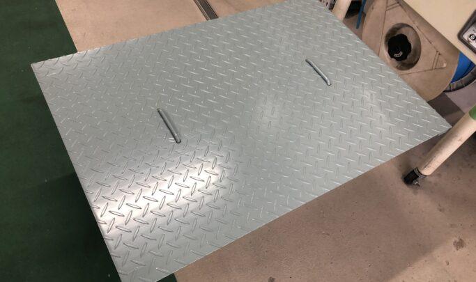塗装縞鋼板ピット蓋