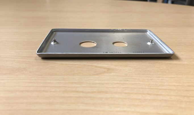 新金属プレート穴あけ加工品