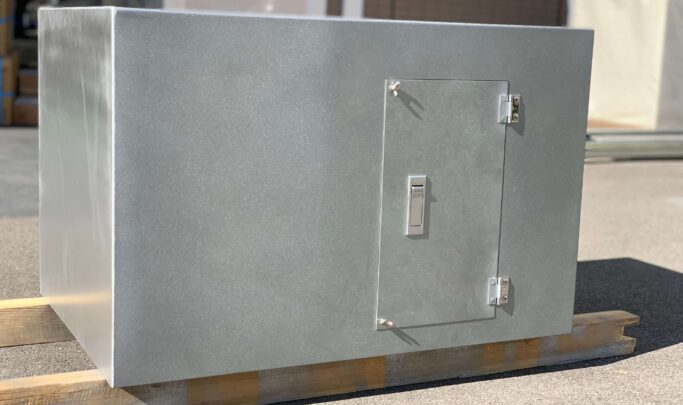 ZAM扉付きプルボックス